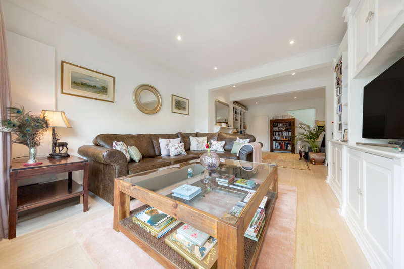 3 Bedrooms Semi Detached House for sale in New Road