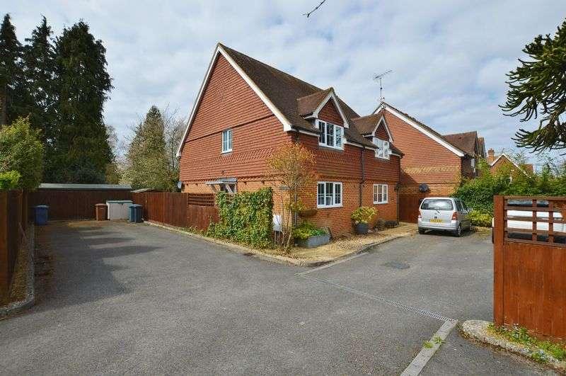 2 Bedrooms Property for sale in Thursley Road Elstead, Godalming
