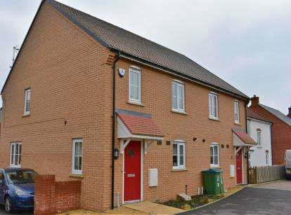 2 Bedrooms Semi Detached House for sale in Skinner Road, Aylesbury, Bucks, England