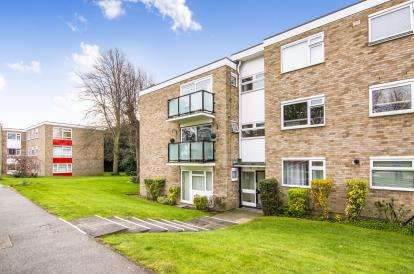 2 Bedrooms Flat for sale in Patching Hall Lane, Chelmsford, Essex