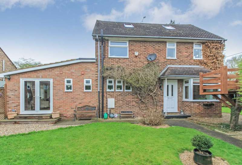 3 Bedrooms Semi Detached House for sale in Chequers Close, Pitstone