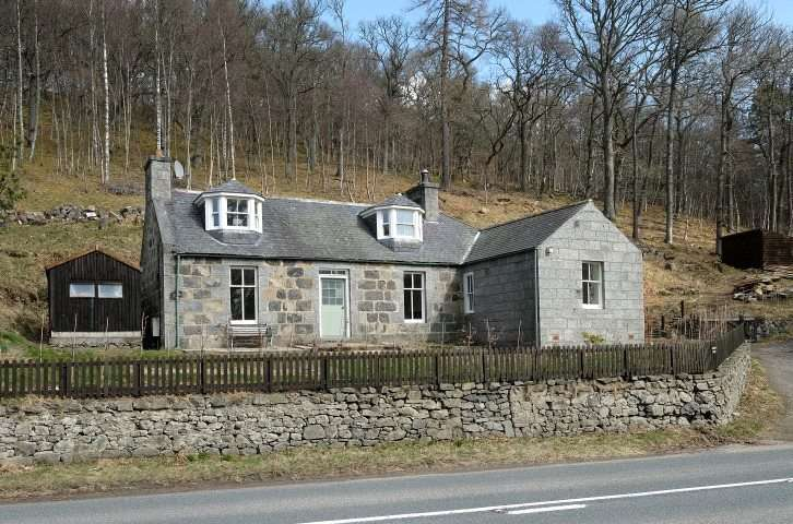 3 Bedrooms Detached House for sale in Invermossat Cottage, Kildrummy, Alford, Aberdeenshire, AB33