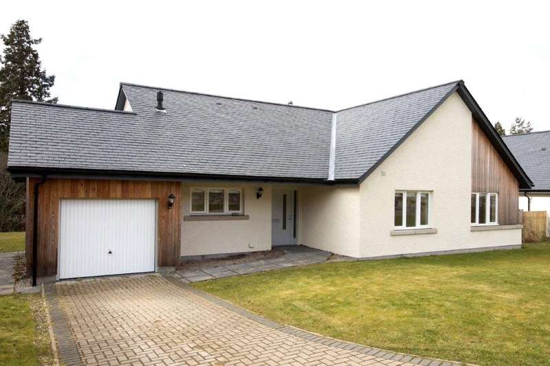 4 Bedrooms Detached House for sale in 12 School Loan, Croftinloan, Pitlochry, Perthshire, PH16