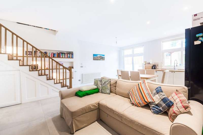 4 Bedrooms Flat for sale in Colney Hatch Lane, Muswell Hill, N10