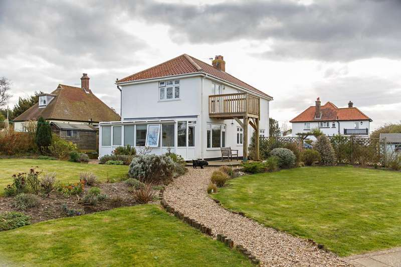 4 Bedrooms Detached House for sale in Church Close, West Runton