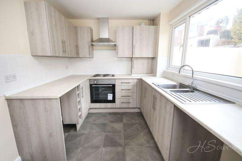 4 Bedrooms End Of Terrace House for sale in Northleat Avenue, Paignton