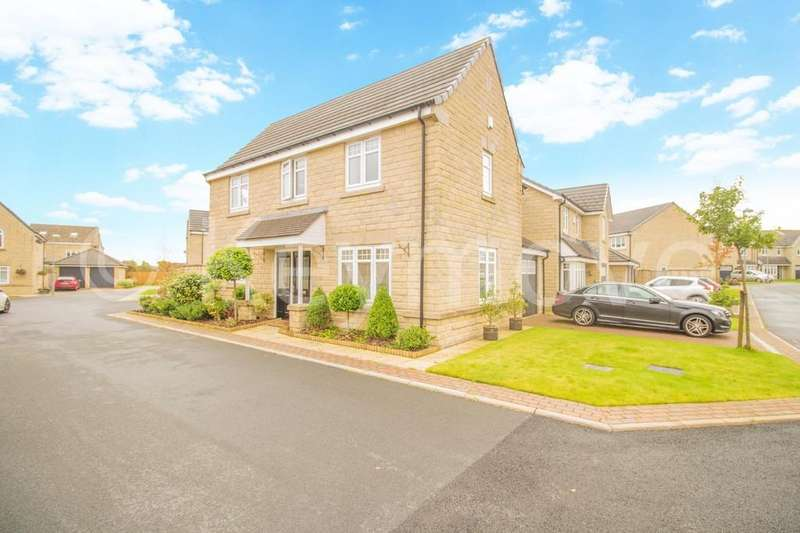 4 Bedrooms Detached House for sale in Hazel Fold, Queensbury, Bradford