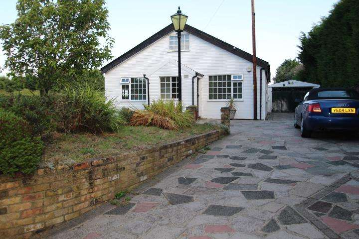 2 Bedrooms Bungalow for sale in Skeet Hill Lane, Chelsfield Lane, Orpington, Kent, BR6 7RX