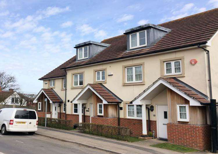 3 Bedrooms End Of Terrace House for sale in North Close, Lymington SO41