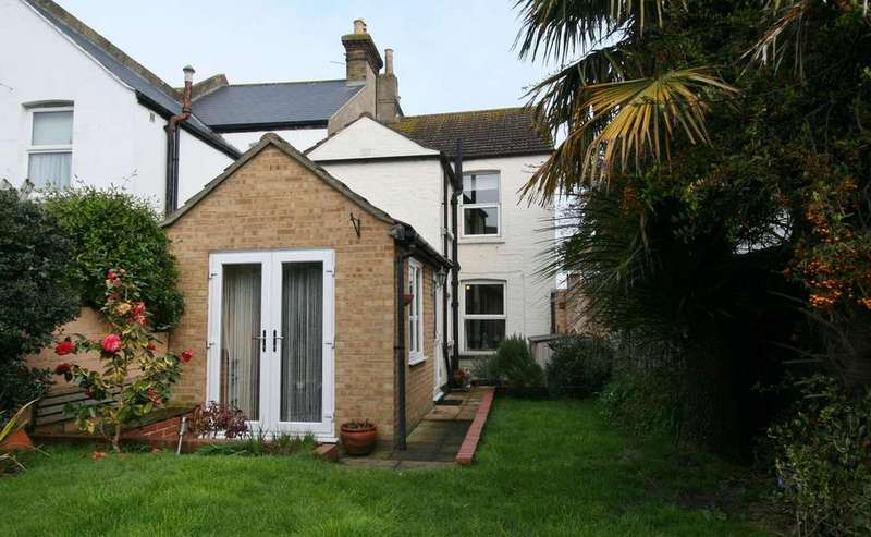 2 Bedrooms End Of Terrace House for sale in Middle Deal Road, Deal