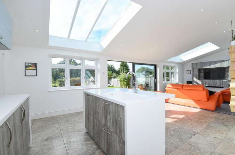5 Bedrooms Detached House for sale in Mytchett, Camberley, GU16