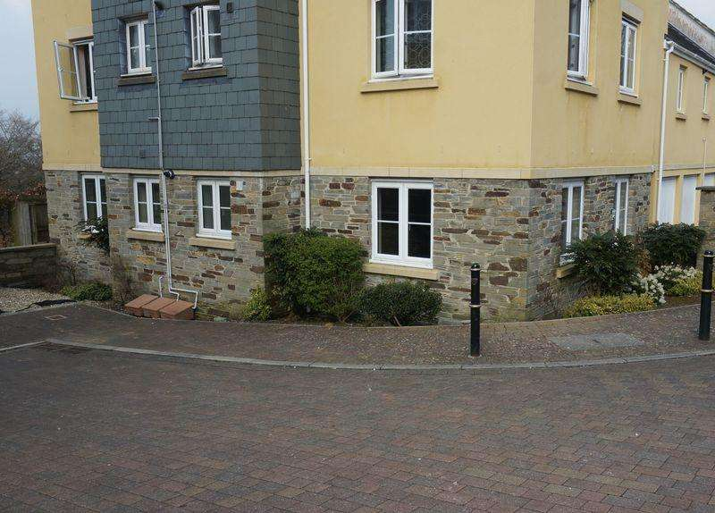2 Bedrooms Flat for sale in Lady Beam Court, Callington
