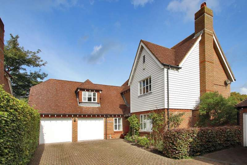 5 Bedrooms Detached House for sale in McMichaels Way, Hurst Green, East Sussex, TN19 7HJ