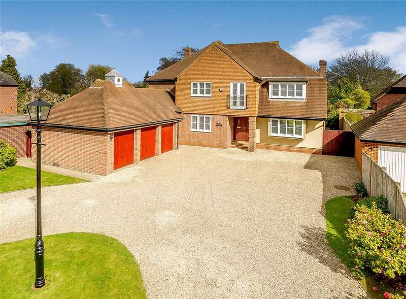 5 Bedrooms Detached House for sale in Galleywood Road, Chelmsford, CM2