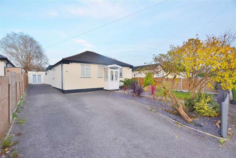 3 Bedrooms Bungalow for sale in Oundle Avenue, Bushey, Hertfordshire, WD23