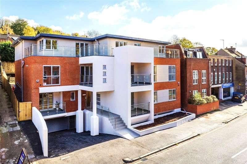 2 Bedrooms Flat for sale in Croydon Road, Caterham, Surrey, CR3