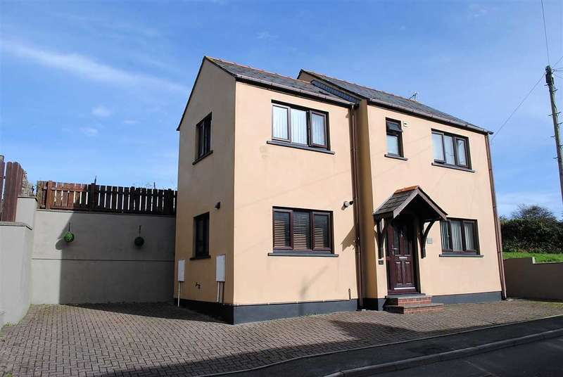 3 Bedrooms Detached House for sale in 2 Lower Lamphey Road