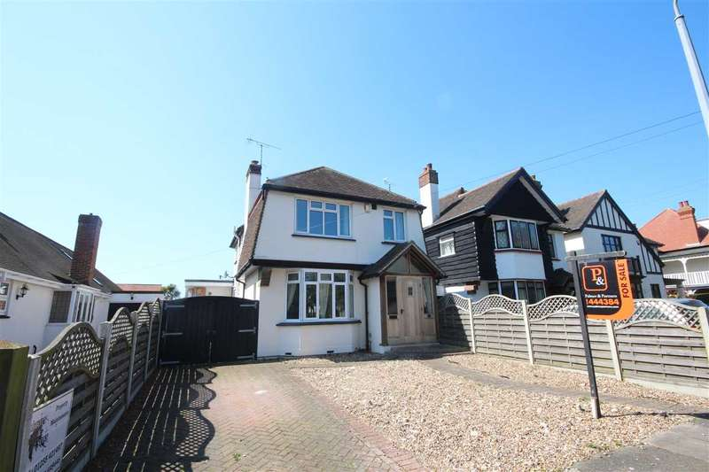 3 Bedrooms Detached House for sale in Lancaster Gardens West, Clacton-on-Sea