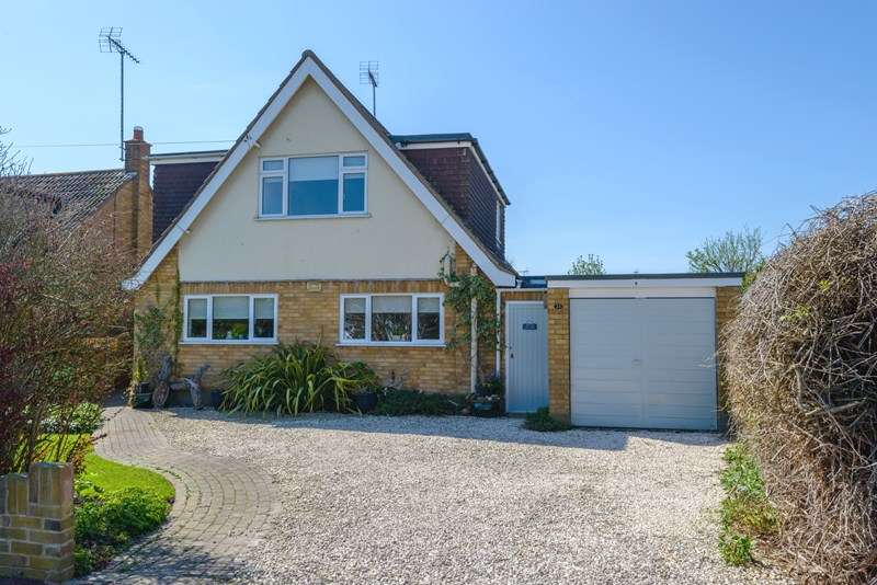 4 Bedrooms Detached House for sale in Quiet Setting, Thorpe Bay