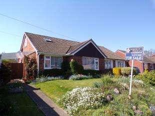 2 Bedrooms Bungalow for sale in Hopgarden Road, Tonbridge, Kent