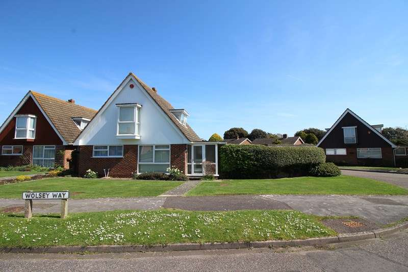 3 Bedrooms Chalet House for sale in Wolsey Way, Milford On Sea, Lymington