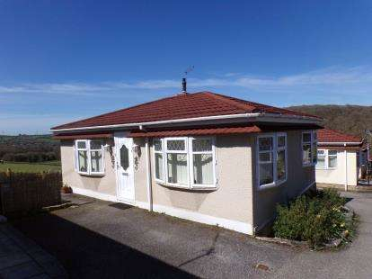 2 Bedrooms Detached House for sale in Dunmere, Bodmin, Cornwall
