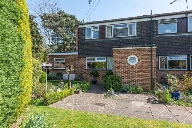 3 Bedrooms End Of Terrace House for sale in Old Esher Close, Hersham, Walton-On-Thames