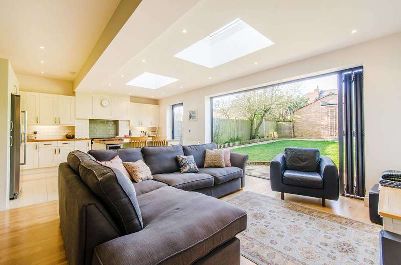 4 Bedrooms Semi Detached House for sale in Radnor Road, Harrow, HA1