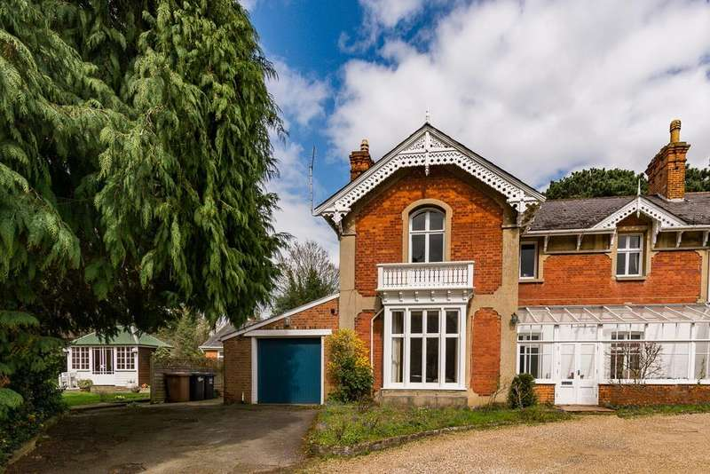4 Bedrooms House for sale in Warren Park Road, Hertford