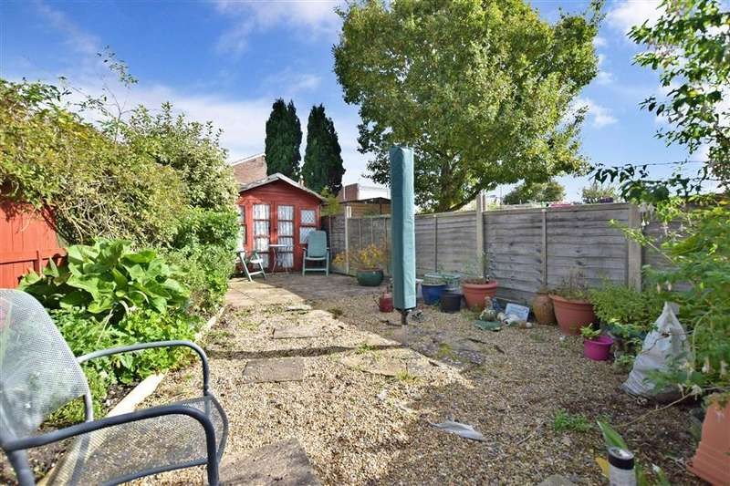 3 Bedrooms Semi Detached House for sale in Stansted Crescent, Havant, Hampshire