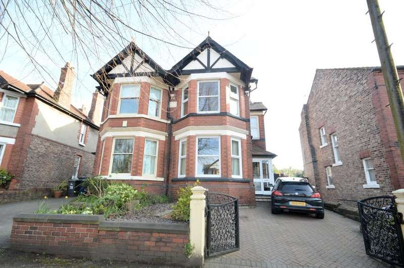 4 Bedrooms Semi Detached House for sale in Grappenhall Road, Stockton Heath, Warrington