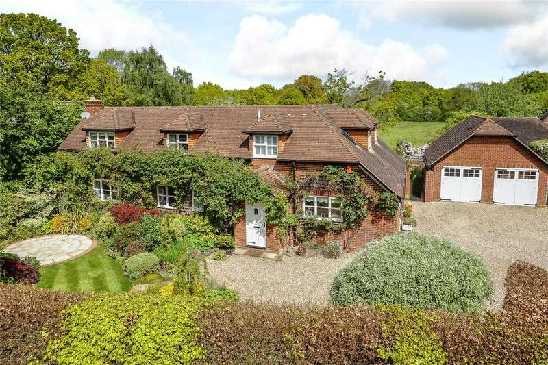 4 Bedrooms Detached House for sale in Newnham Road, Newnham, Hook, Hampshire