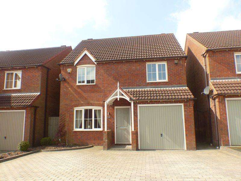 3 Bedrooms Detached House for sale in Shearers Place, Four Oaks, Sutton Coldfield