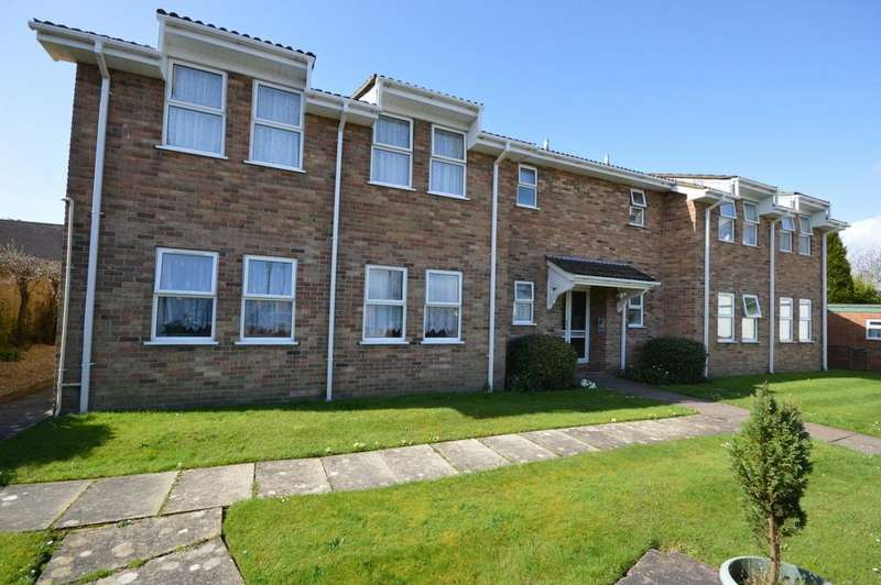 3 Bedrooms Ground Flat for sale in Lymington Road, New Milton