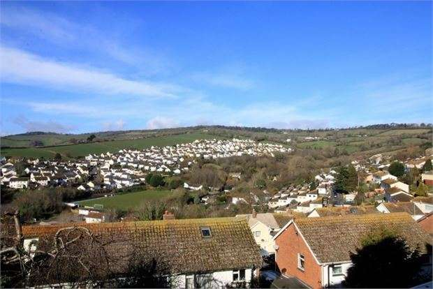 4 Bedrooms Semi Detached House for sale in Harts Close, Teignmouth, Devon. TQ14 9HG