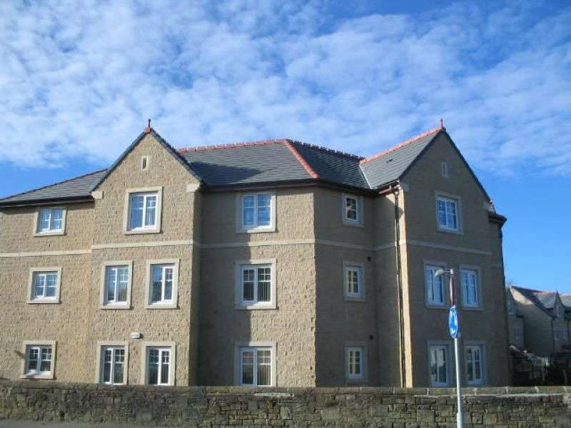2 Bedrooms Flat for rent in Clayton Fold, Burnley, BB12