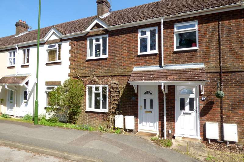 3 Bedrooms House for sale in Hurstwood Court, Holmbush Way, Midhurst, GU29