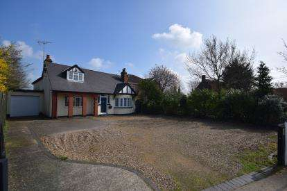 4 Bedrooms Bungalow for sale in Burnham On Crouch, Essex
