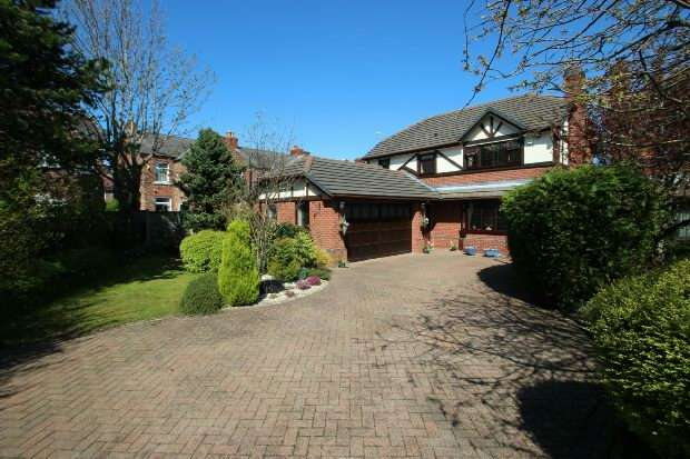 4 Bedrooms Detached House for sale in St. James Drive, Sale