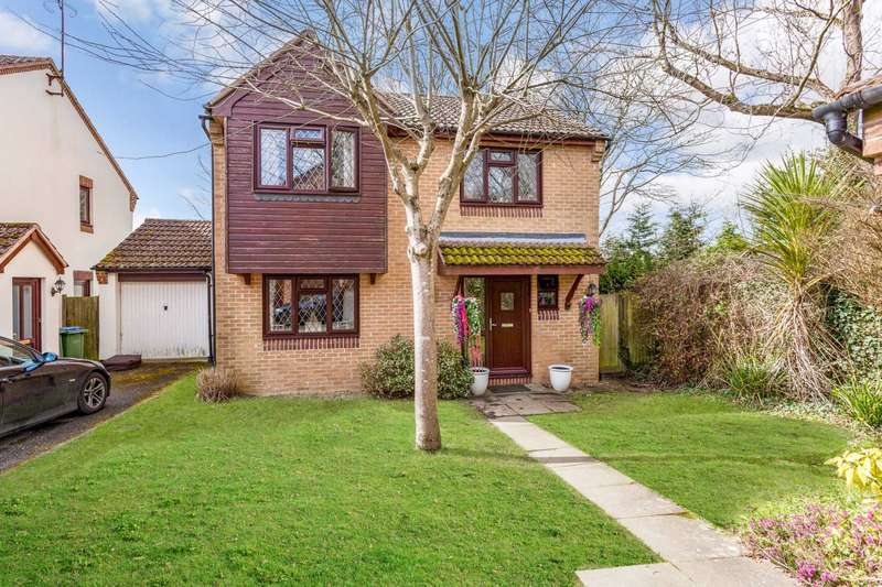 4 Bedrooms Detached House for sale in York Close, Southwater