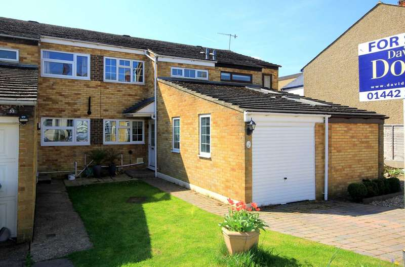 4 Bedrooms House for sale in FLEXIBLE ACCOMODATION IN ONE OF HP1`S PREMIER ROADS