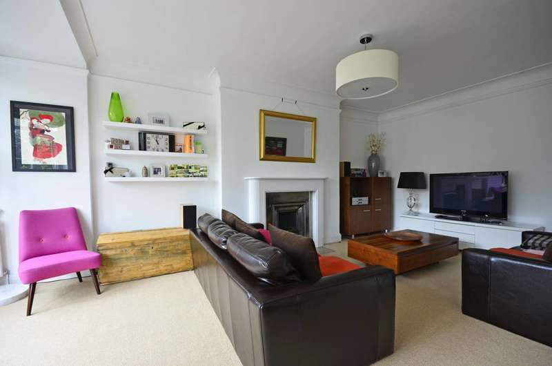 2 Bedrooms Flat for sale in Hillfield Court, Belsize Park, NW3