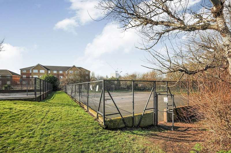 2 Bedrooms Flat for sale in Thyme Close, London, SE3