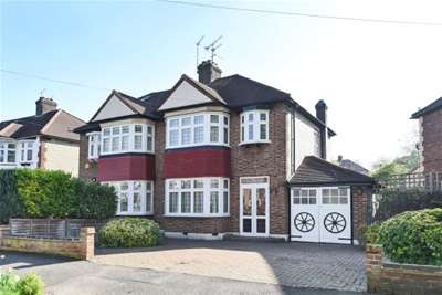 3 Bedrooms House for rent in Chingford