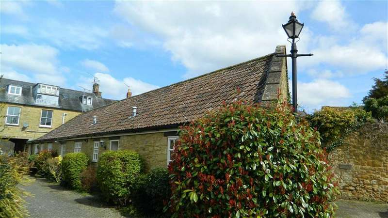 4 Bedrooms Bungalow for sale in St James Mews, South Petherton, Somerset, TA13