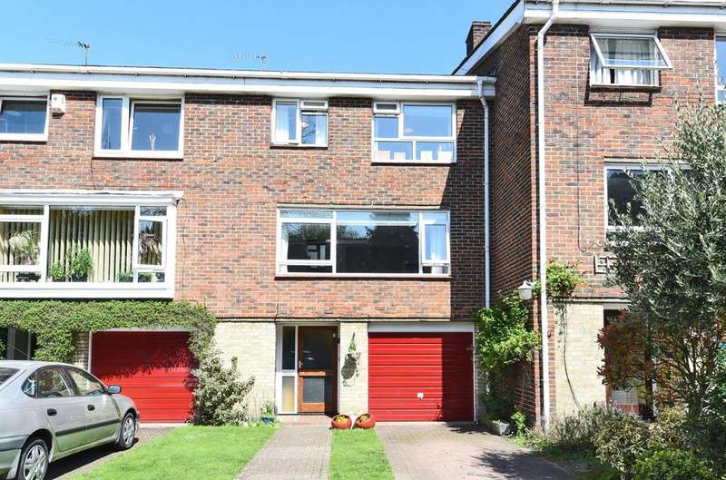 4 Bedrooms Terraced House for sale in River Grove Park Beckenham BR3