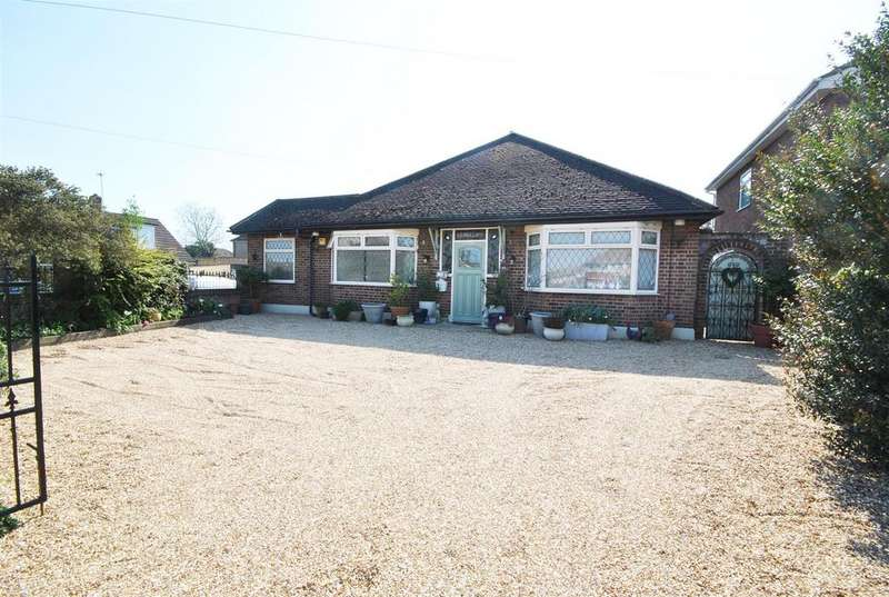 3 Bedrooms Bungalow for sale in Newgatestreet Road, Goffs Oak
