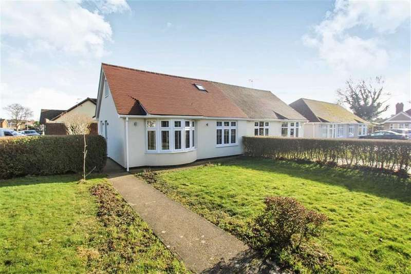 3 Bedrooms Chalet House for sale in Laburnum Avenue, Wickford, Essex