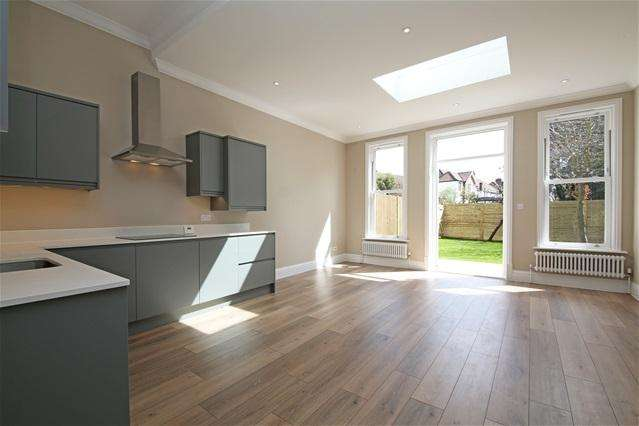 2 Bedrooms Flat for sale in Kingston road, Wimbledon