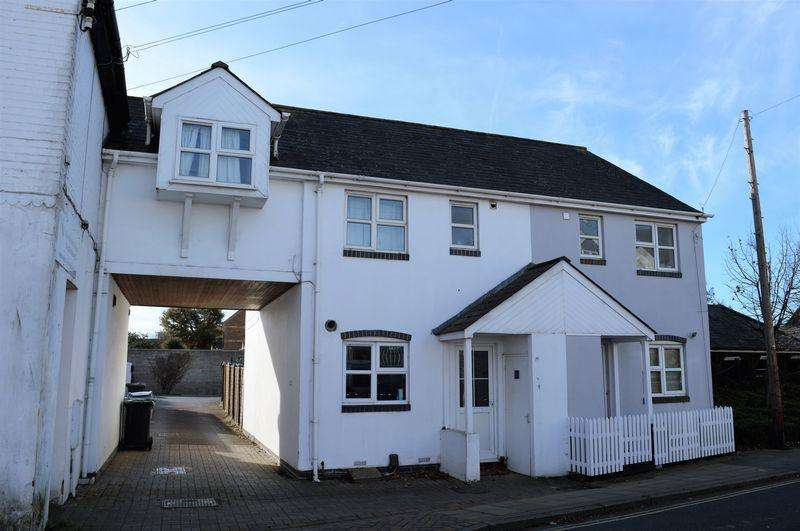 3 Bedrooms Semi Detached House for sale in Station Road, Hayling Island